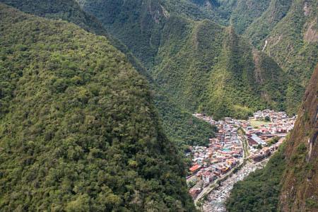 At the Crossroad of Mountains · Putucusi · Aguas Calientes · Perú · 2013